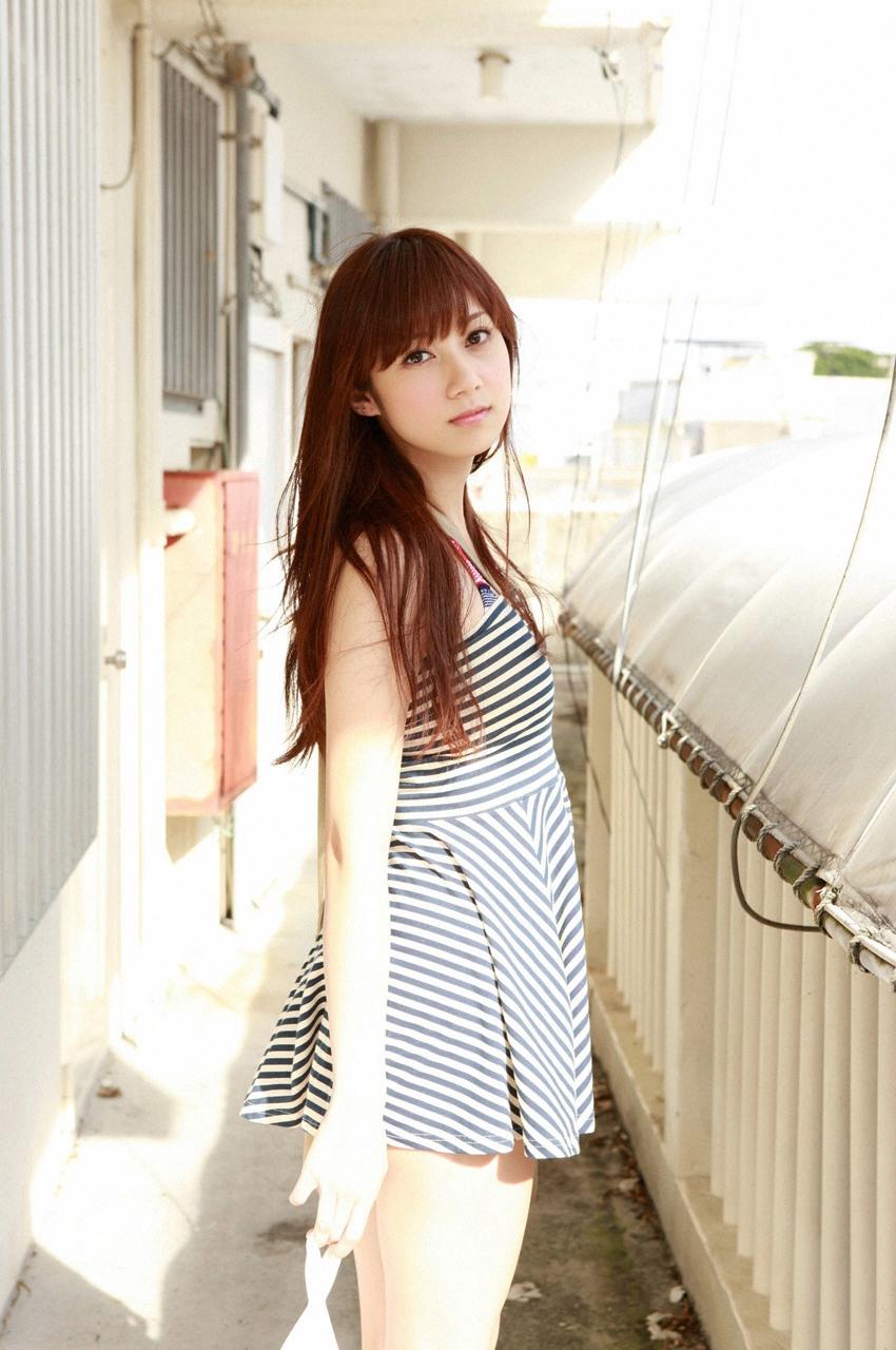 洋服が素敵な小林優美 (ファッションモデル)さん